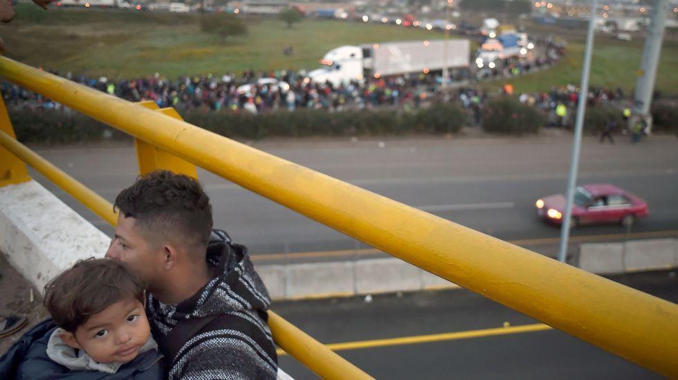 Tolerancia es prestar especial atención a los grupos socialmente desfavorecidos, como el de los emigrantes y desplazados. En la imagen, la marcha de sudamericanos que tratan de llegar a Estados Unidos