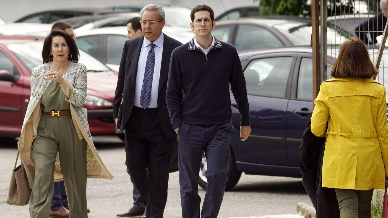 El alcalde de Navia y presidente de la Federación Asturiana de Concejos (FACC), Ignacio García Palacios.Rosario Andrade acompañando a su hijo Pablo Fernández Andrade a declarar en el juzgado de Vigo