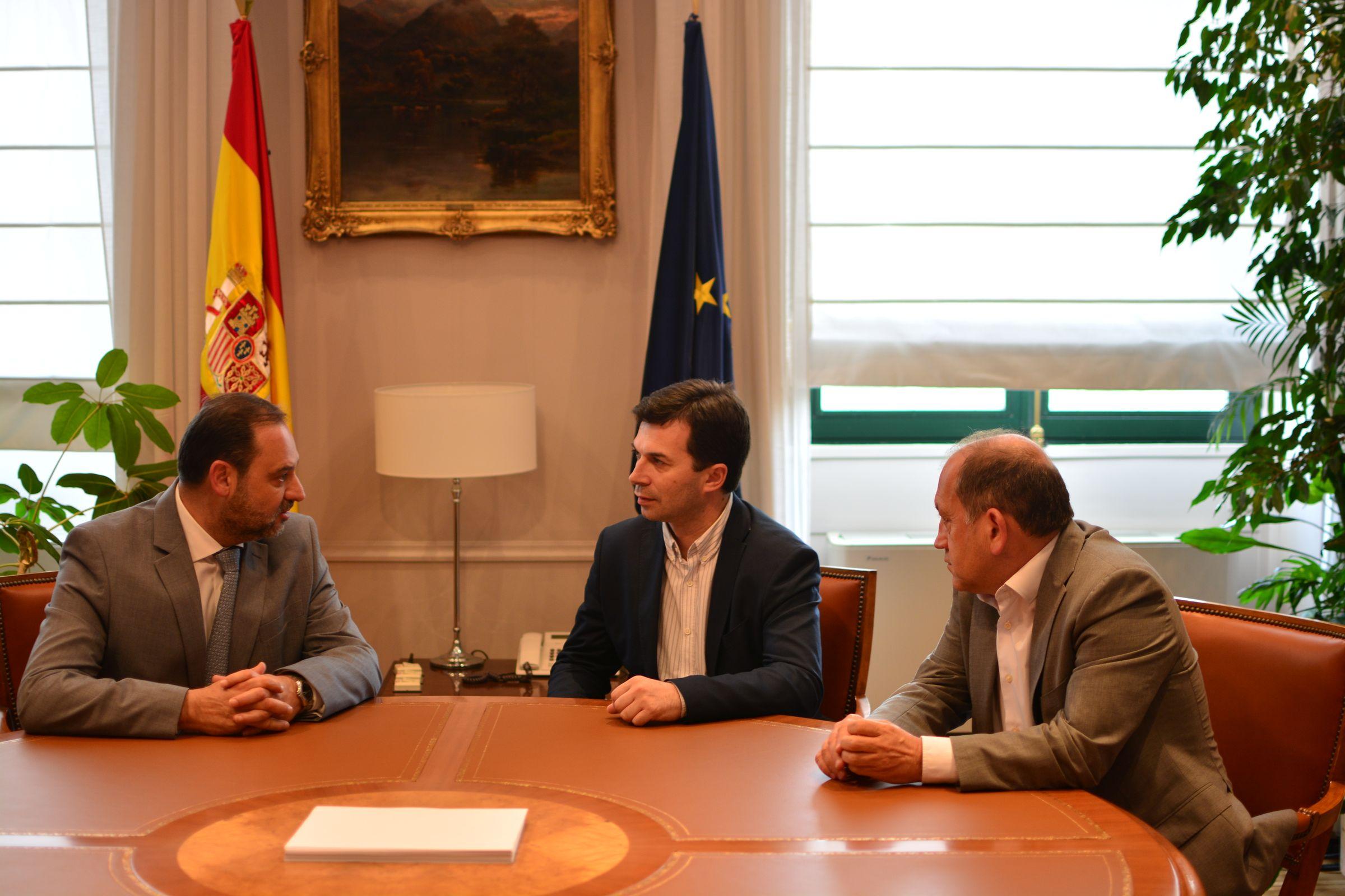 Subdelegados Gobierno.Caballero se reunió ayer con el ministro José Luis Ábalos