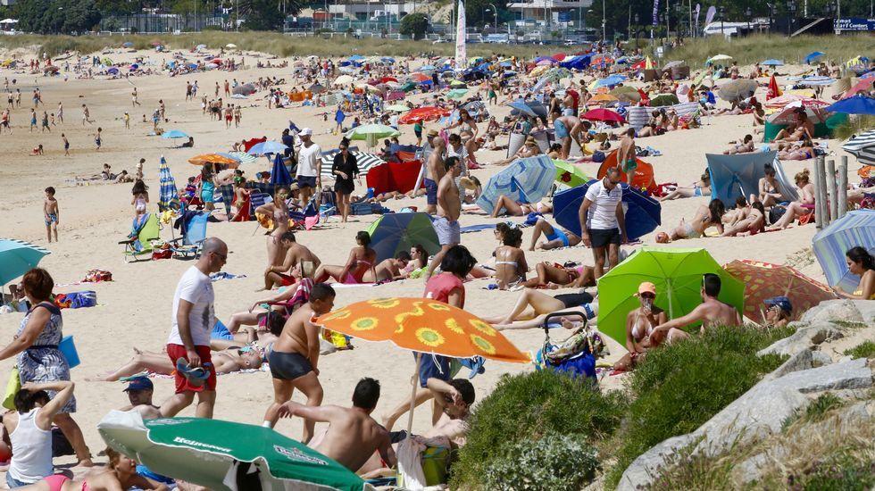 Gente en la Playa América