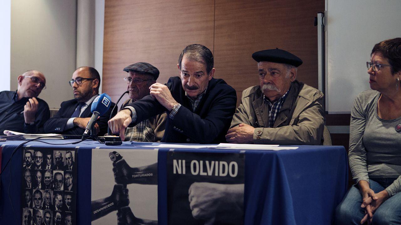 .Desde la derecha, Carme Prado, Vicente Gutiérrez Solís, Gerardo Iglesias, Fausto Sánchez García y el abogado Alberto Suárez