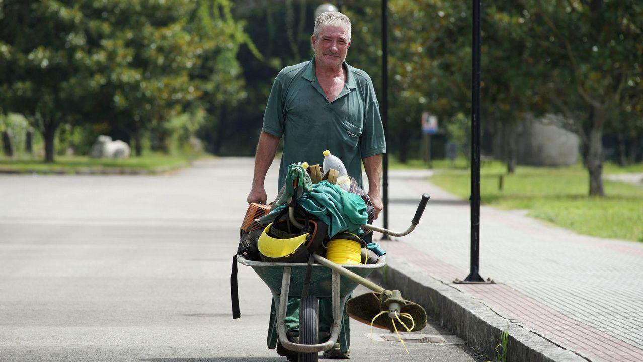 La tapa de pulpo más grande del mundo se prepara en 10 minutos.Un hombre regresa exahusto tras realizar tareas de desbroce en Leiro, Ourense