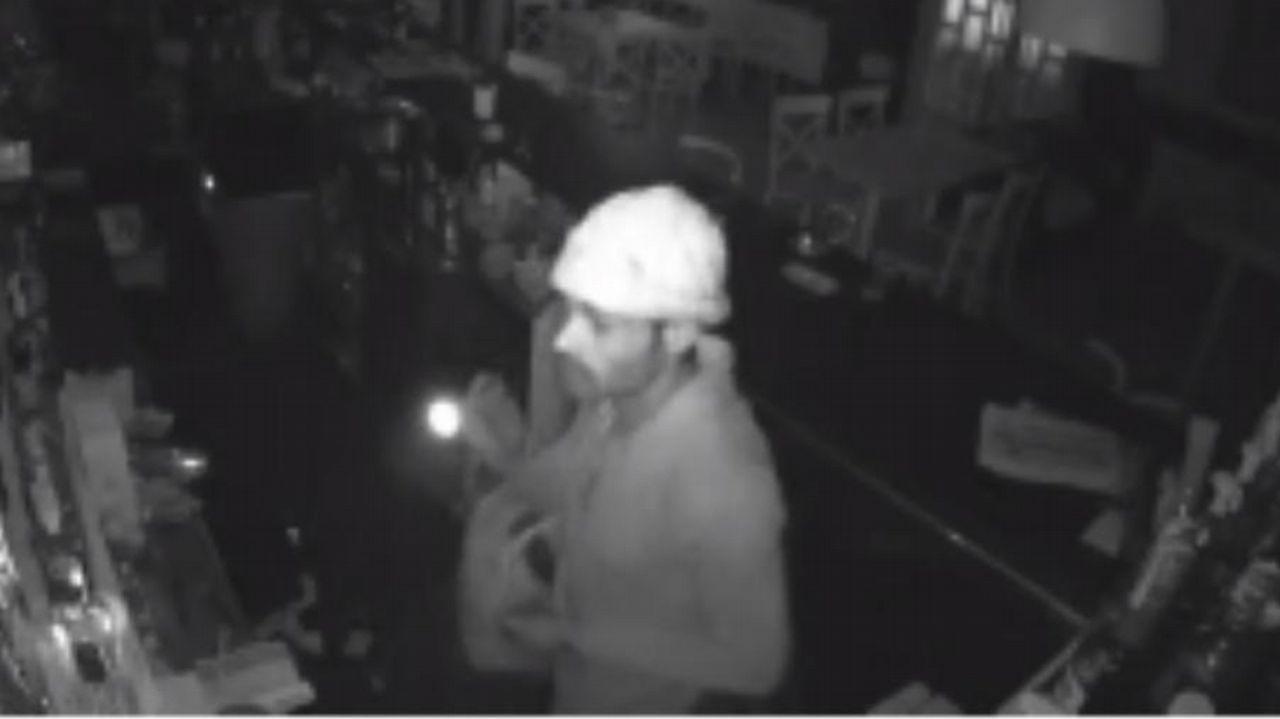 Un ladrón desvalija de madrugada el conocido restaurante La Viuda