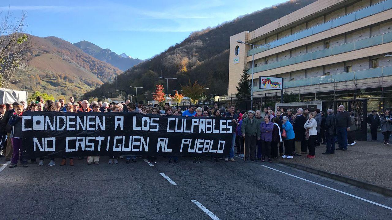 Segundo González (Podemos).Manifestación en Felechosa por el geriátrico