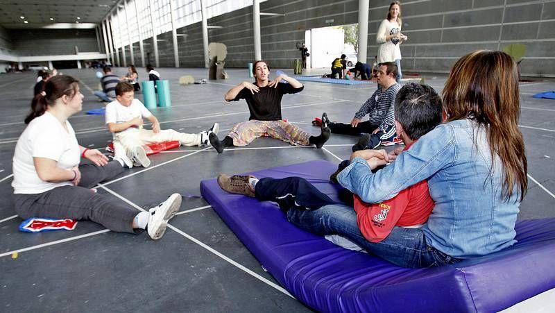 Down España reclama un colegio para Rubén.Cristian se levanta a las seis y media de la mañana para desplazarse hasta A Coruña.