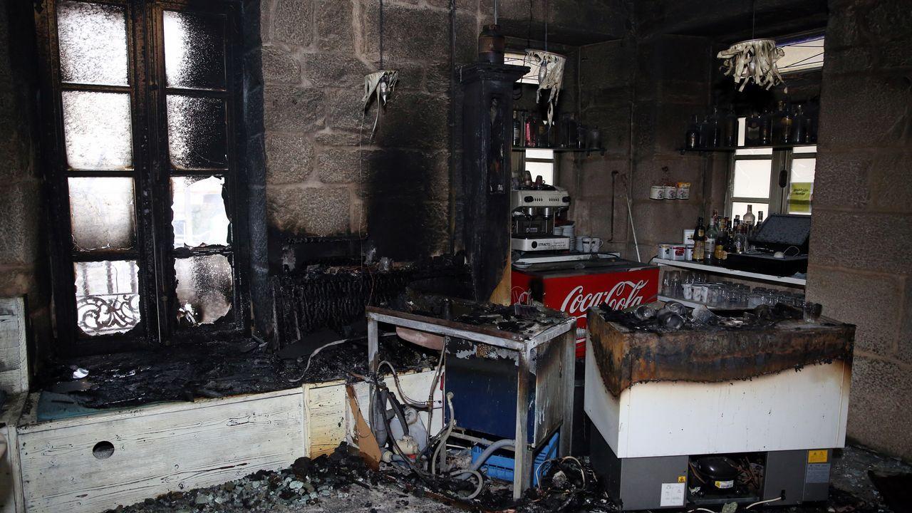 Incendio en el pub Brothers de Cambados.