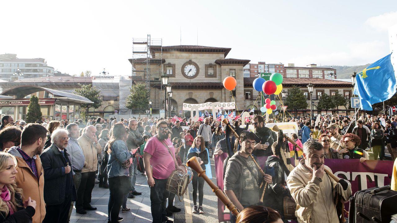 La marcha de les lletres asturianes.Encuentro sobre municipalismo en la sede de la FSA