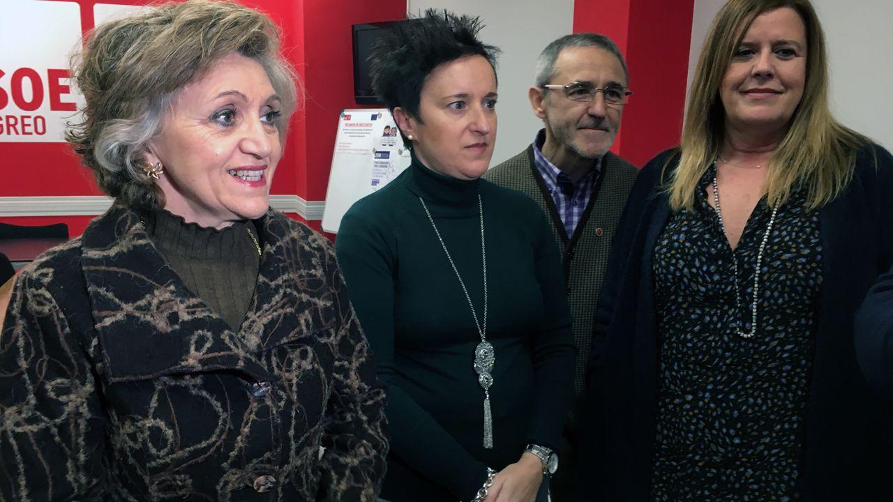María Luisa Carcedo, María Fernández, Carmen Arbesú y Antonio Ríos, en Langreo
