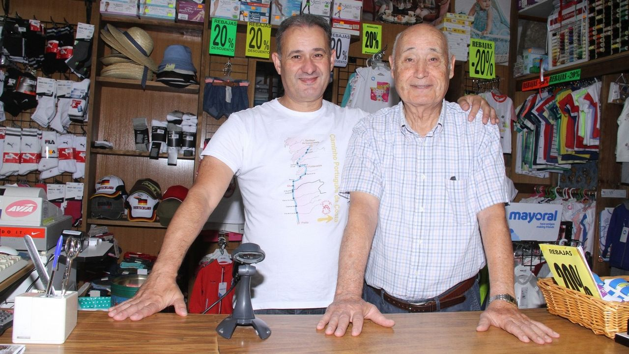 Cementerios singulares de Ourense.Maximino Alonso es el presidente de la asamblea comarcal de Cruz Roja en Valdeorras