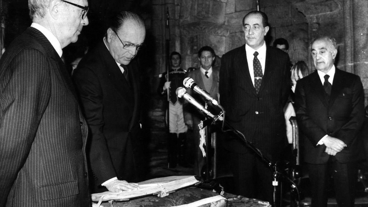 «A sociedade galega nos pide cambio» Gonzalo Caballero.21-1-1982, Albor jura su cargo como presidente ante García Sabell, Quiroga Suárez y Antonio Rosón