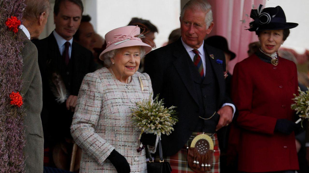 Meghan Markle, con la familia real británicapor Navidad.Mosaico con la imagen de la pareja creado con piezas de LEGO