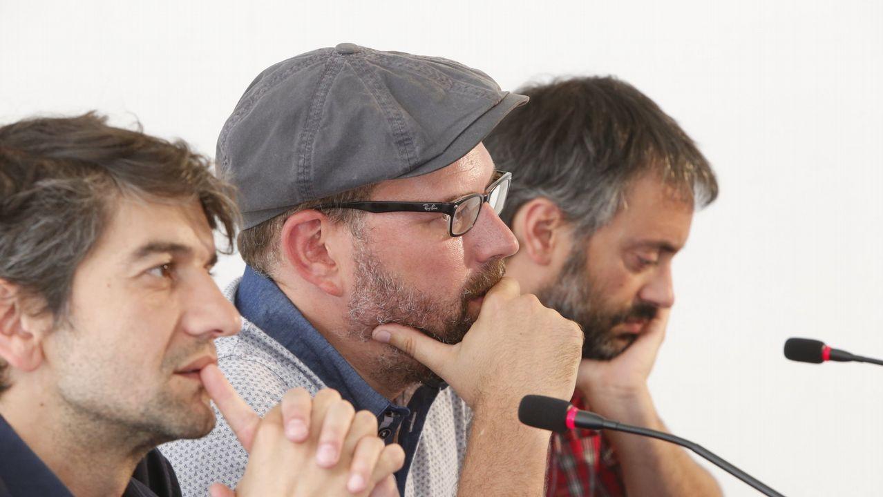 Villares: «Os alcaldes teñen a miña confianza, aparte de que todos, tamén eles, podemos cometer erros».Imagen de la votación en el plenario del 27 de octubre. En la segunda fila, Luís Villares