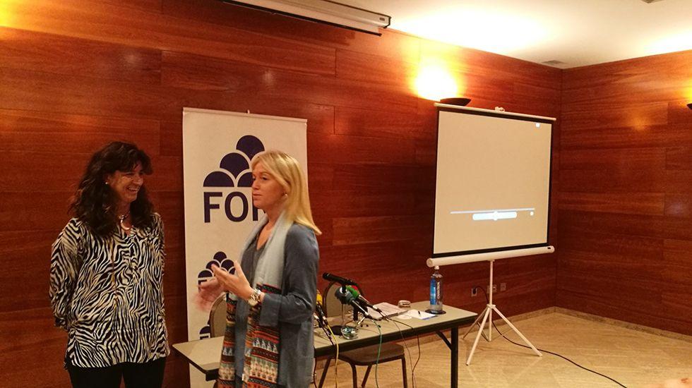 Cristina Coto y Carolina Morilla charlan antes del acto.