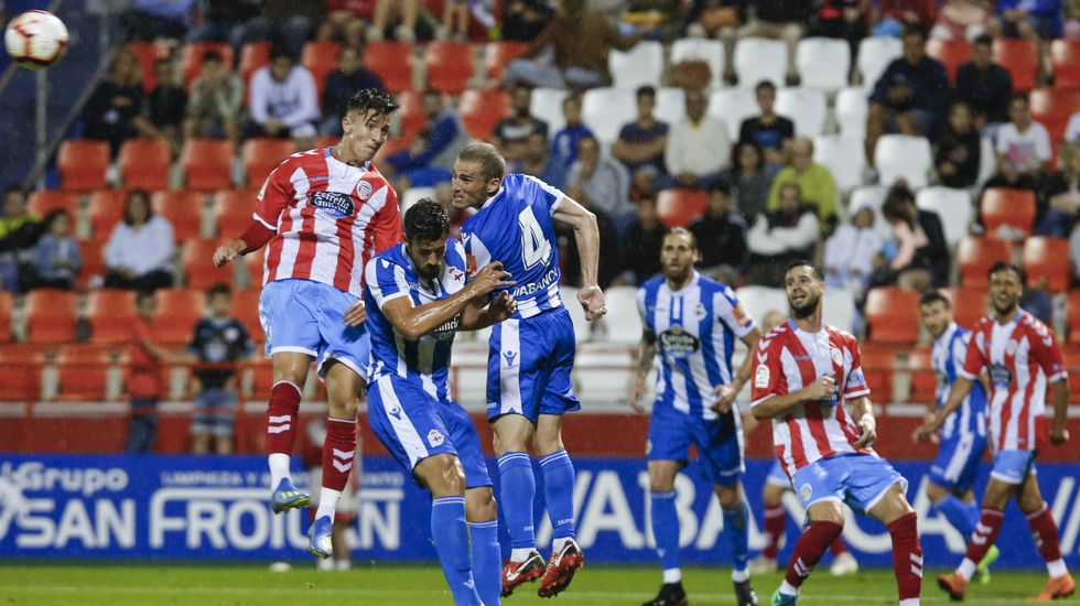 Aficion Real Oviedo Lugo.Aficion oviedista, en su desplazamiento al Anxo Carro