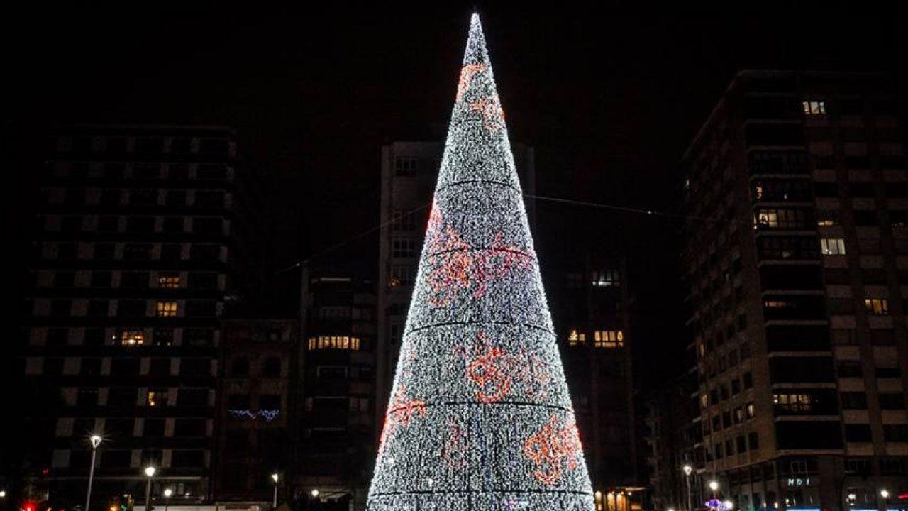 Que empiece la fiesta.El árbol de Navidad del Náutico