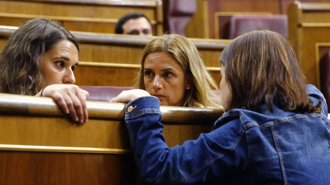 .Adriana Lastra conversa con las diputadas de Unidos Podemos Ione Belarra y Noelia Vera
