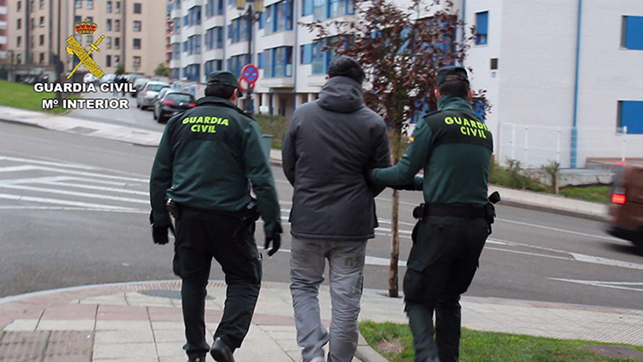 <br />Este fue el momento de la detención de los «destrozacoches» asturianos
