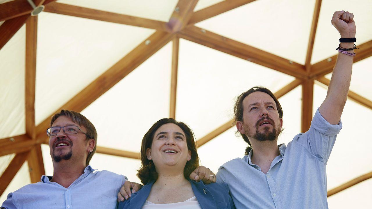 .Pablo Iglesias, la alcaldesa de Barcelona Ada Colau, y el portavoz de En Comú Podem Xavier Domènech durante el acto de Catalunya en Comú con motivo de la Diada