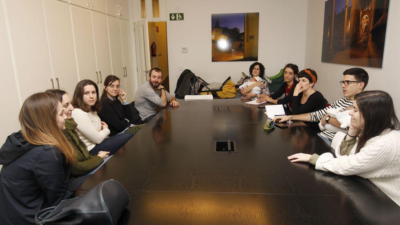 Los médicos de familia precarios realizaron ayer asambleas en las sedes de los colegios de Santiago, Pontevedra, Ourense y Lugo