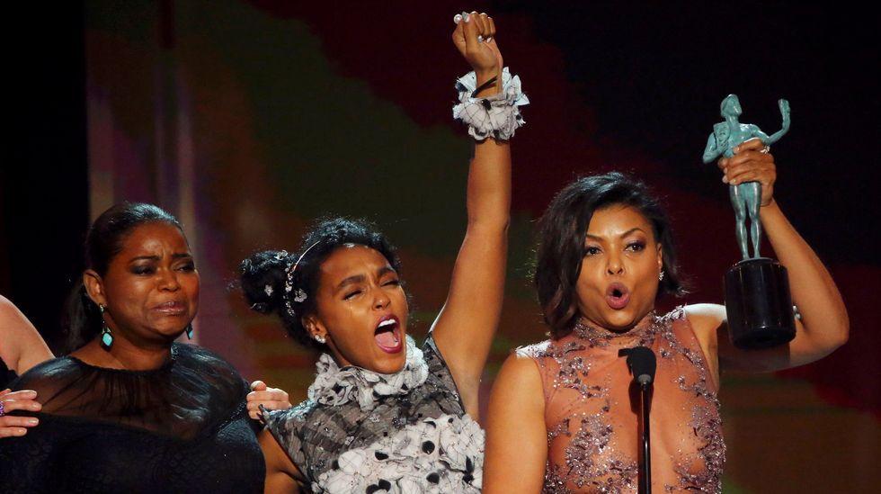 .Octavia Spencer, Janelle Monae y Taraji P. Henson, ayer al recoger su premio en Los Ángeles.