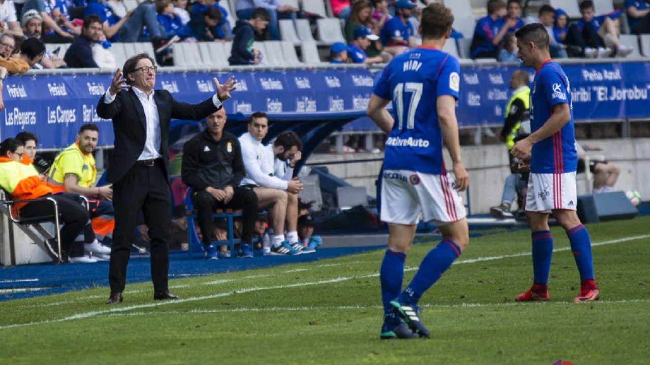 Anquela da instrucciones en el Oviedo-Sevilla Atlético