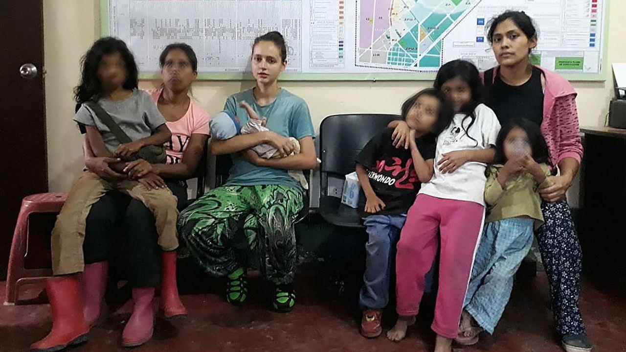 Rescatados sanos y salvos todos los niños de la cueva en Tailandia.Elsa Pataky junto a su marido Chris Hemsworth
