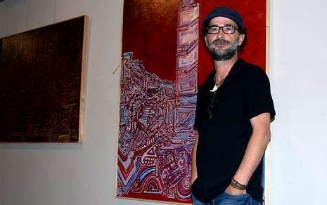 Juan Manuel Álvarez Romero, en su exposición, titulada «El hombre grúa».