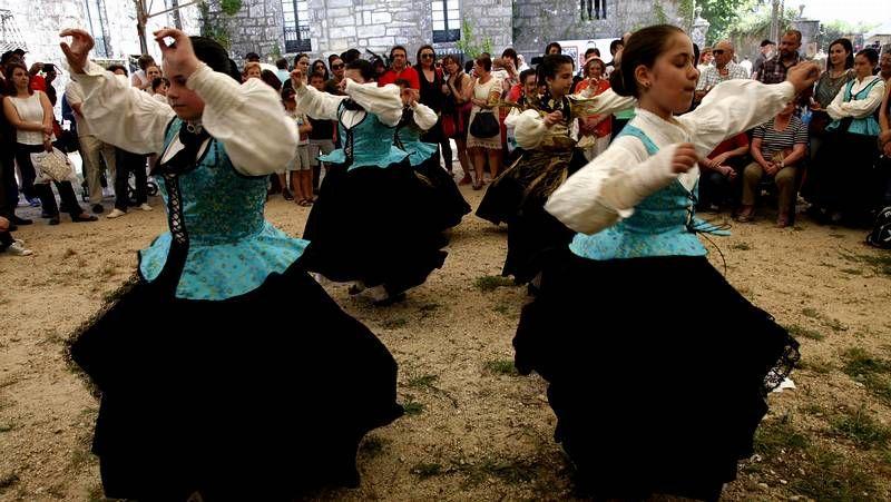 Pilar Arias leva 25 dos 35 anos que ten O Feitizo dedicados ao folclore e á asociación focense.