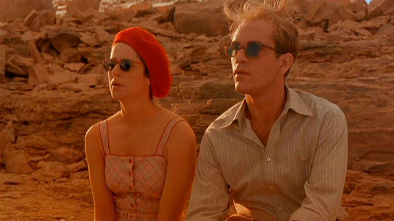 Debra Winger y John Malkovich, en «El cielo protector»