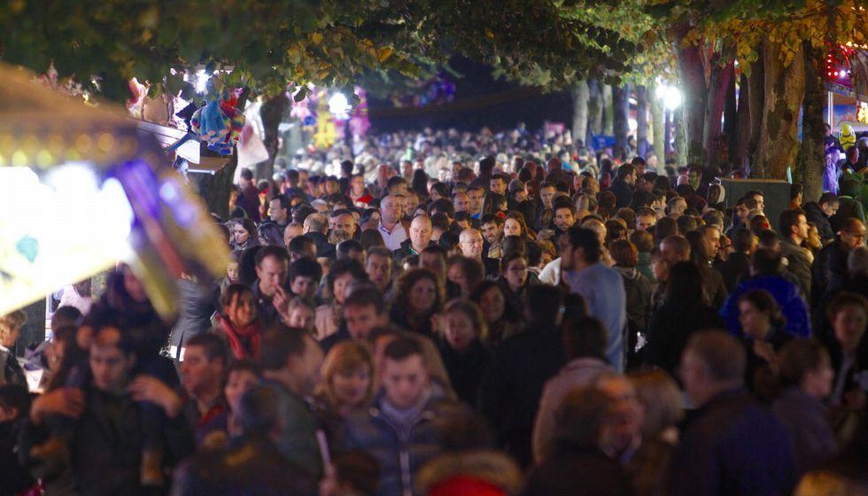 .El ferial del San Froilán se llenó completamente por la tarde y noche de ayer, algo poco usual en las patronales de este año.