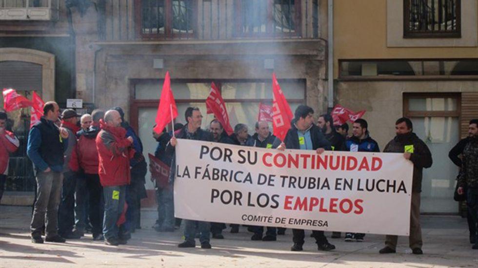 .Protesta de los trabajadores de la fábrica de armas de Trubia