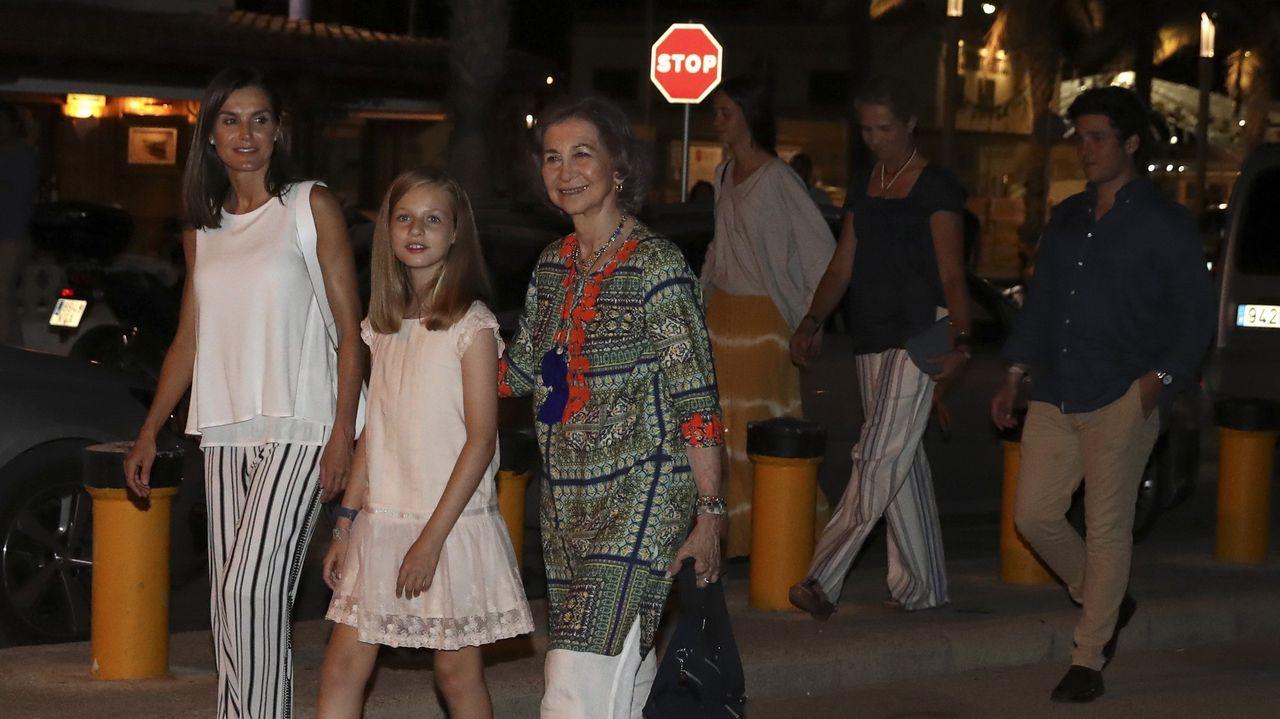 .Las reinas Letizia y Sofía en Mallorca junto a la Infanta Sofía