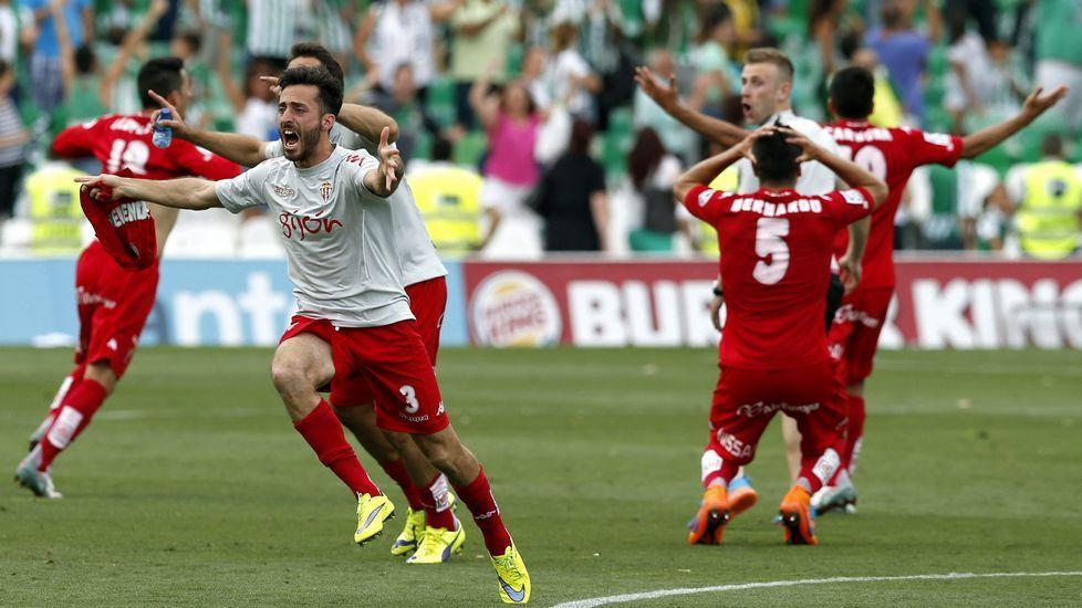 El Sporting celebró por todo lo alto el ascenso a Primera División en el estadio Benito Villamarín, tras su encuentro frente al Betis
