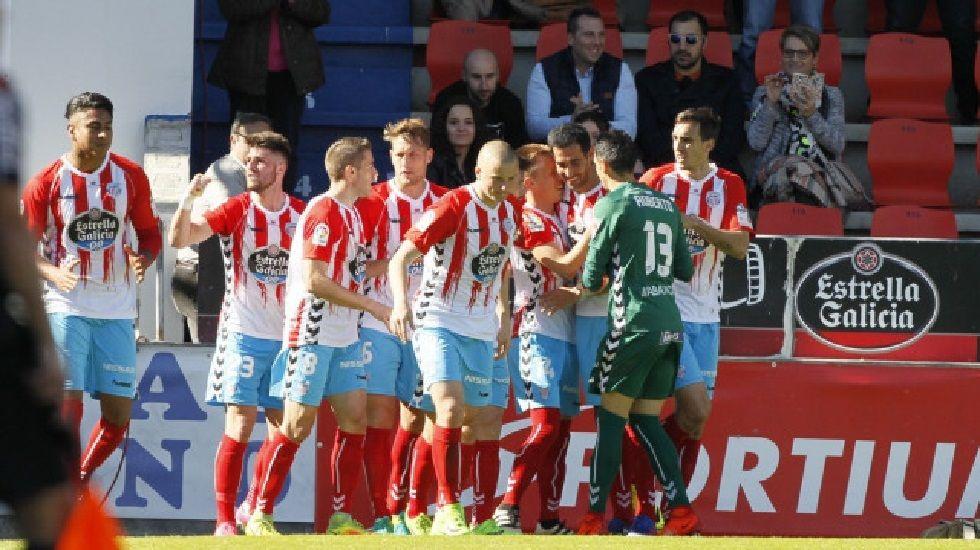 Cambio en la convocatoria: se cae Torró y entra Vila.El Lugo celebrando un gol