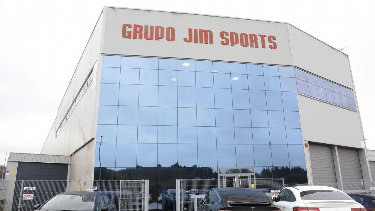 Las imágenes de la visita a Jim Sports, en Palas.