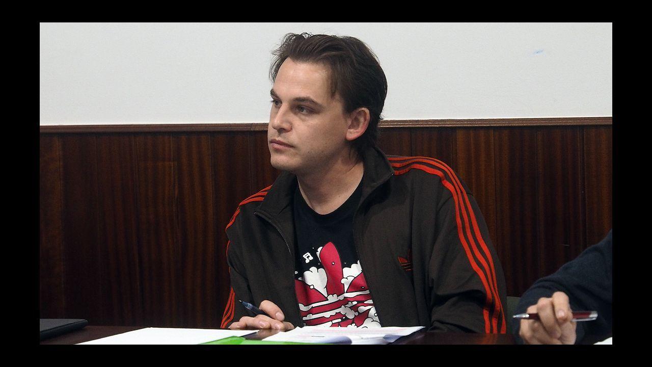 Rivera y Vázquez critican a Sánchez por someterse al «griterío de las minorías».Casado saluda a la senadora Pilar Barreiro, que se incorporó al grupo del PP en la Cámara Alta tras el archivo de su causa como investigada en la Púnica