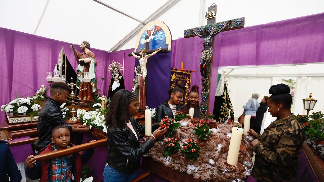 Tradicional Jueves Santo en Fisterra: ¡las imágenes!.Estado que presentaba la tarde del jueves la playa de As Catedrais