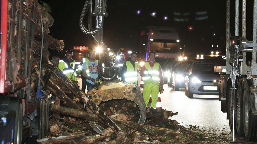 Un accidente colapsa la A-6 en Baamonde
