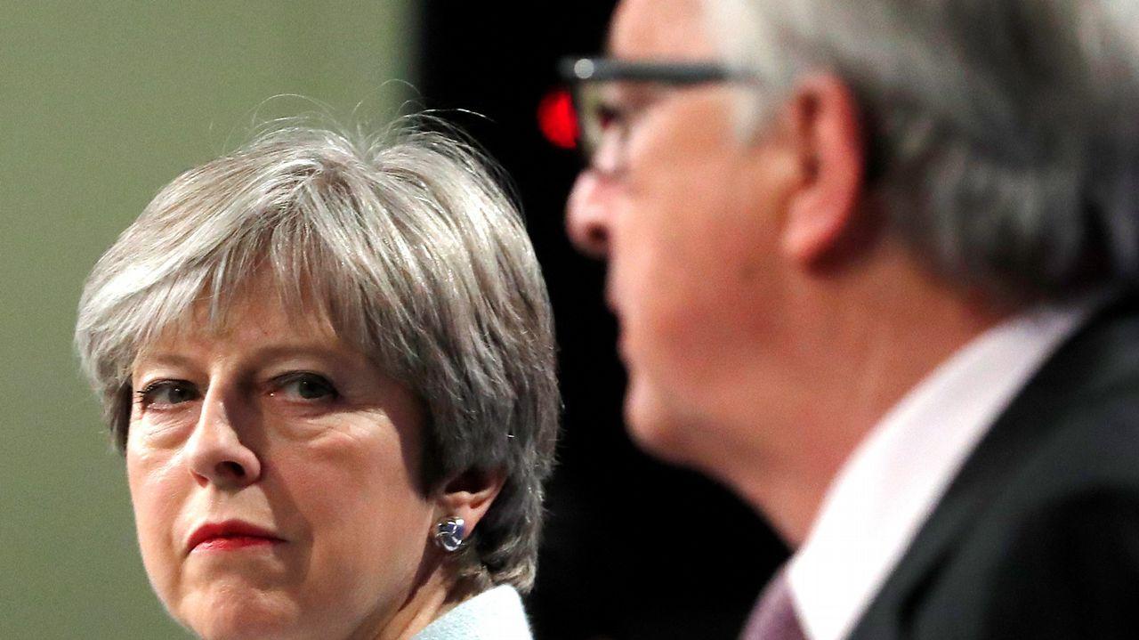 Londres y Bruselas pactan las condiciones del divorcio del Brexit.