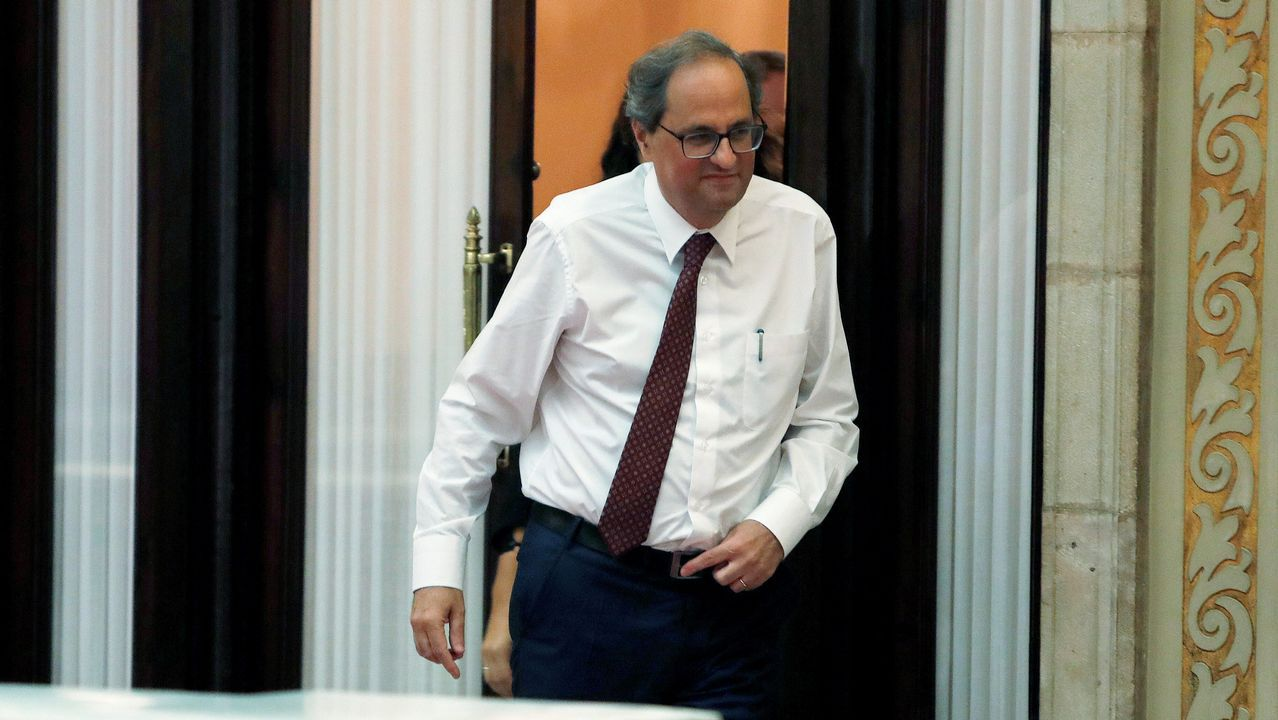 El Parlament rechaza la autodeterminación de Cataluña.La mujer de Jordi Turull, con su abogado y el exconsellesr Francesc Homs, a su llegada al tribunal