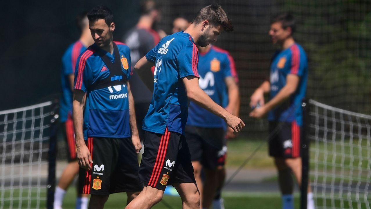 Piqué se retira del entrenamiento con molestias a cuatro días de medirse a Portugal.Sergio Tejera