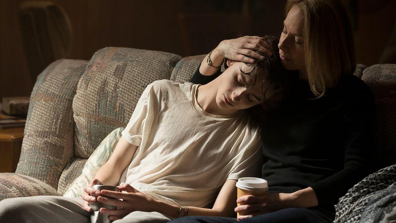 El protagonista se debate entre su adicción y su amor por la familia