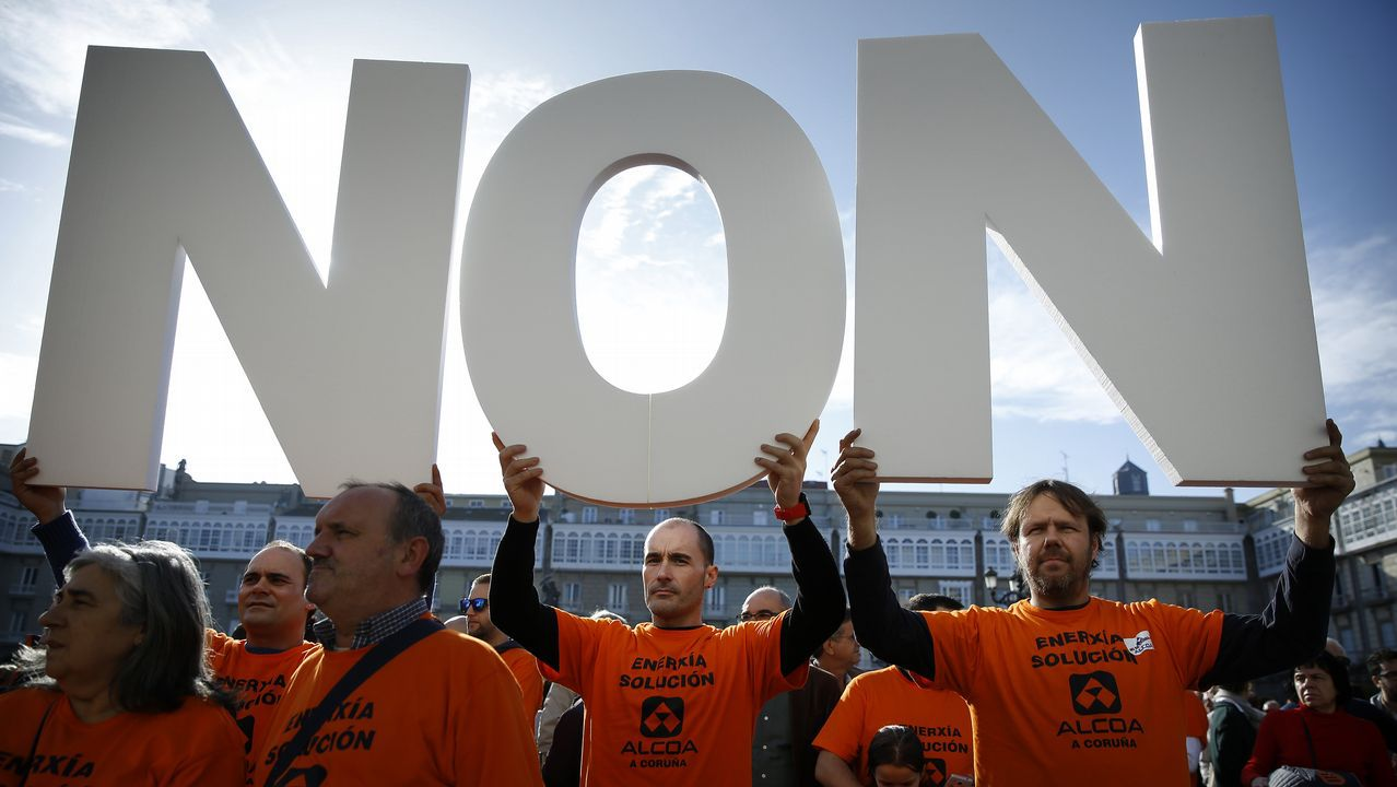 El coste de la vida, en imágenes.Manifestación de trabajadores de Alcoa en la plaza de María Pita, en A Coruña