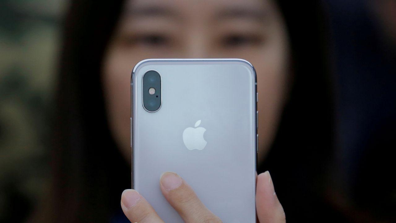 whatsapp.La puesta a la venta del nuevo dispositivo de Apple, el iPhone X, ha provocado colas y ha generado gran expectación en los 55 países donde se ha lanzado