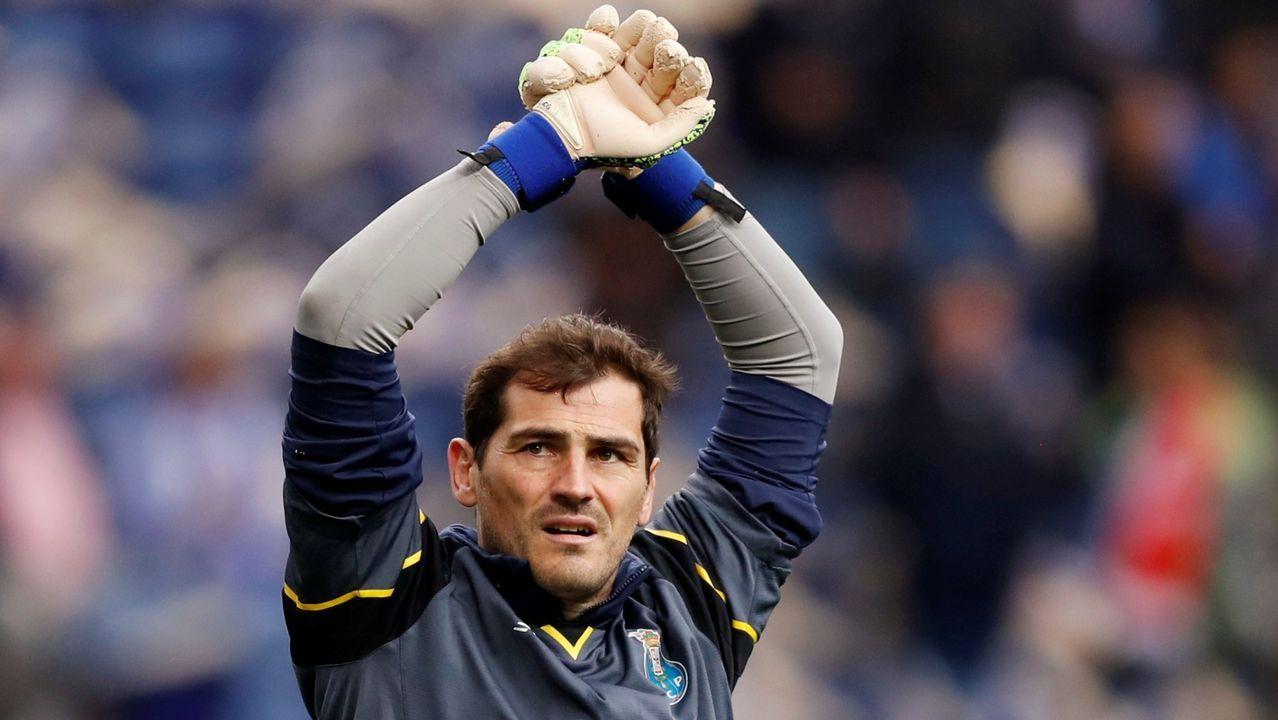Casillas: «Hay que sacar siempre una sonrisa de estos momentos».Iker Casillas publicó una imagen en sus redes sociales tras ser intervenido
