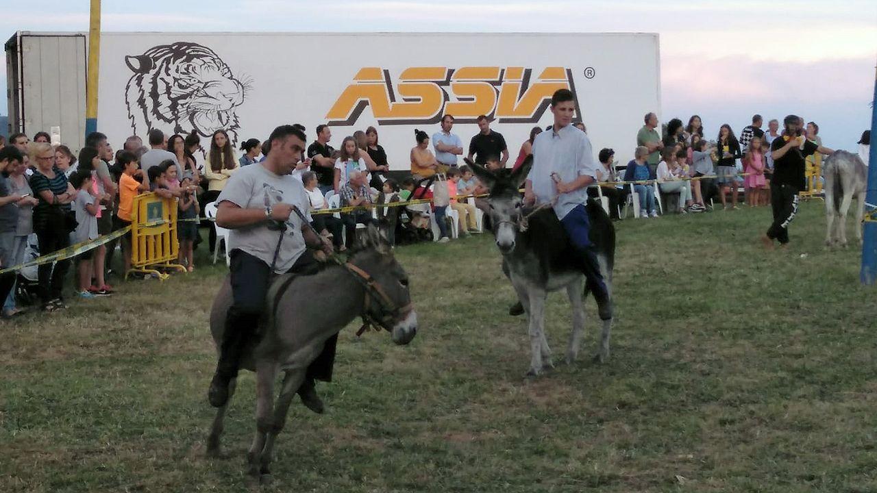 Así fue la carrera de burros de Ordiales.