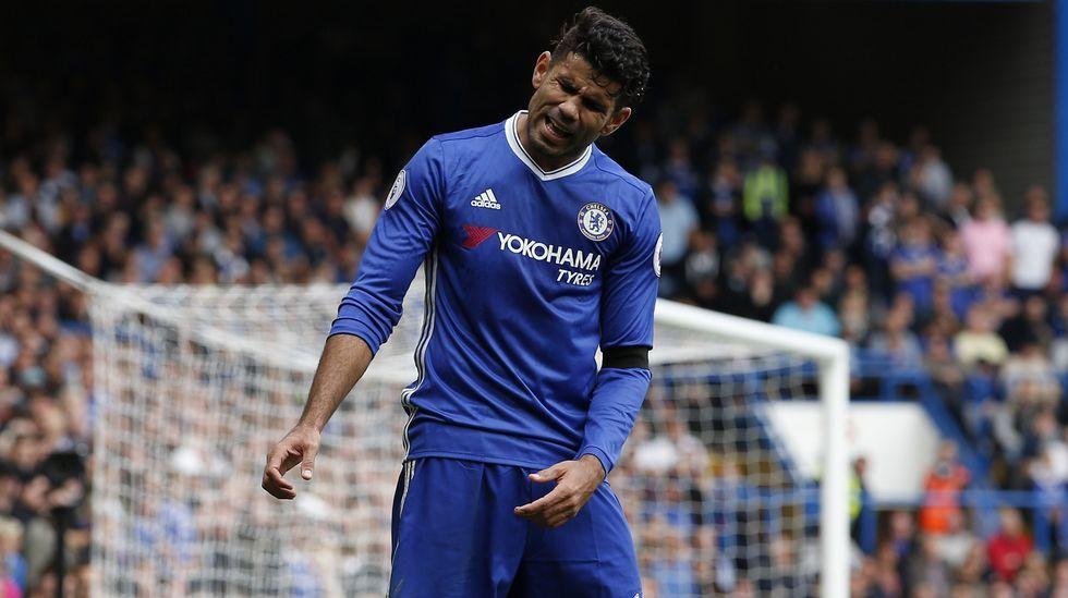 Diego Costa se enfrenta a Antonio Conte.