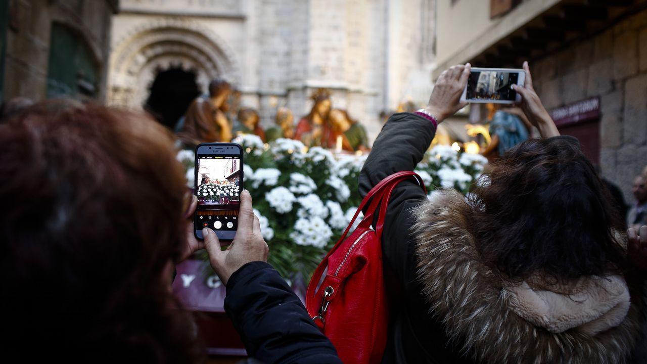 La procesión del Santo Entierro recorrió el centro de Ourense