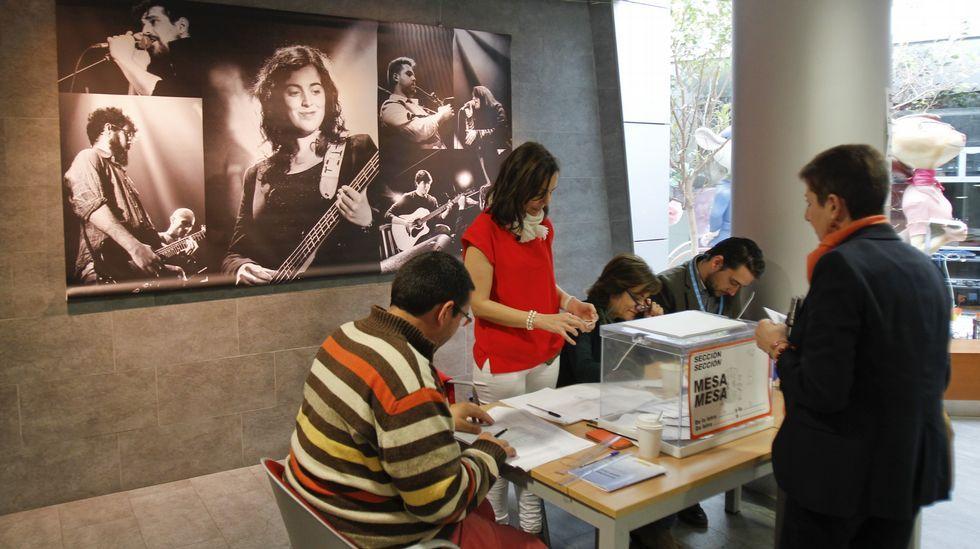 Votación en el Centro Cultural del Ensanche