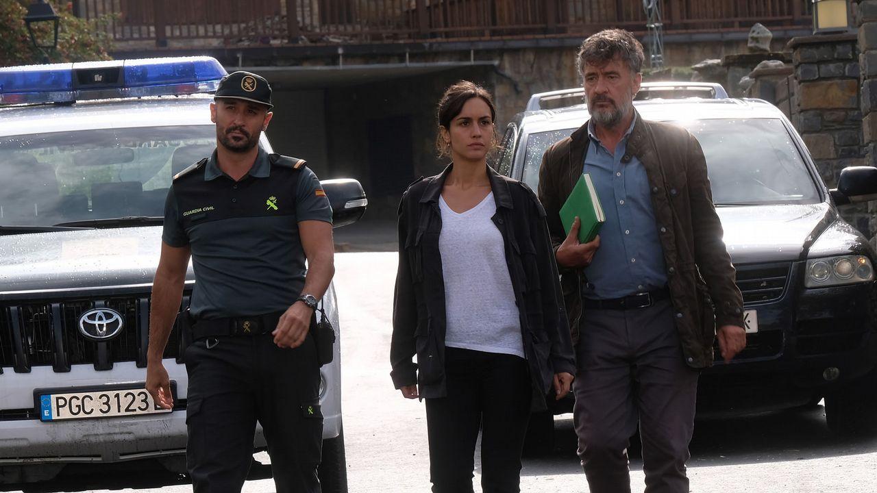 Francis Lorenzo, a la derecha, interpreta a un teniente de la UCO